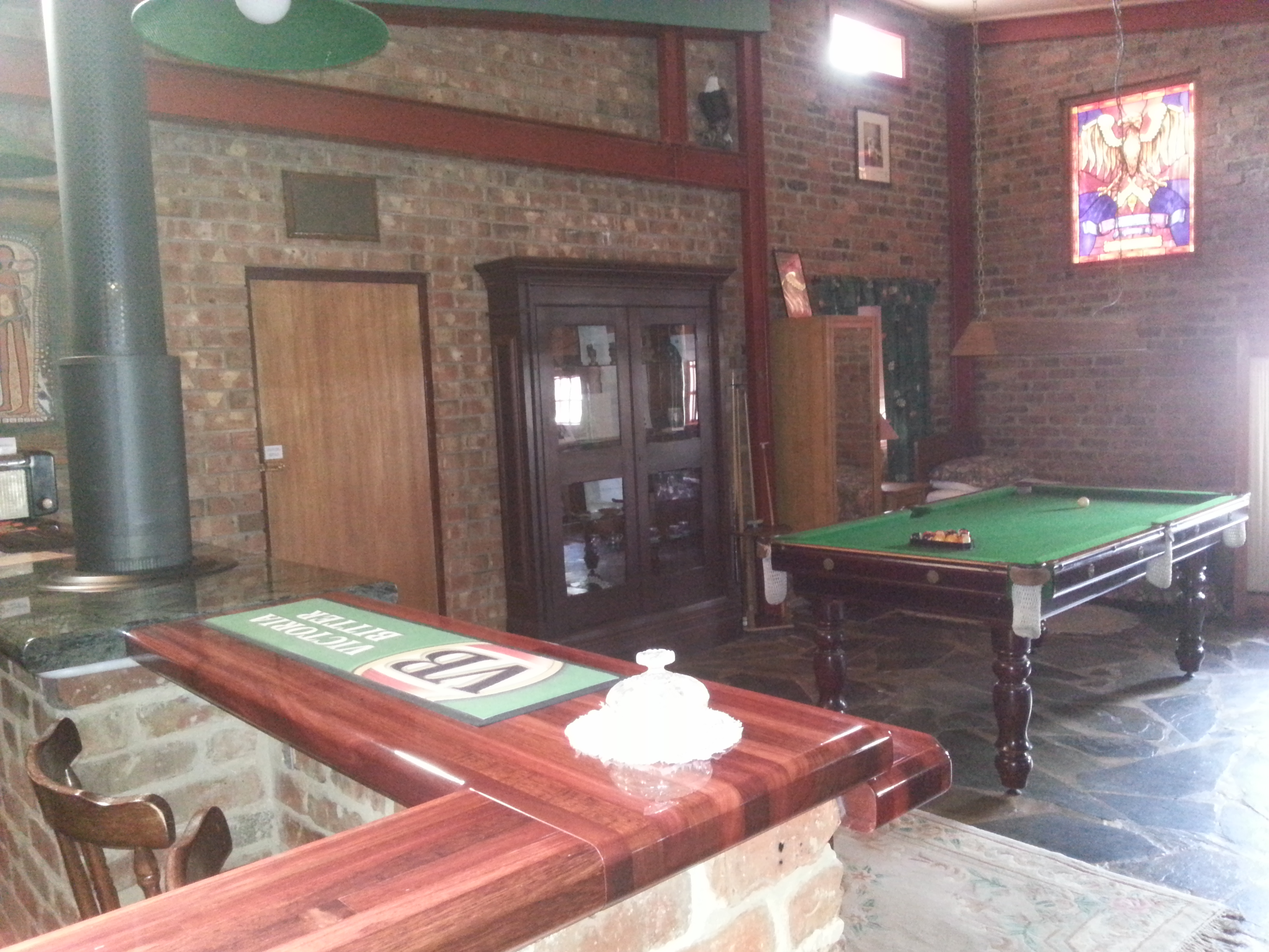 Thomson suite bar & pool table